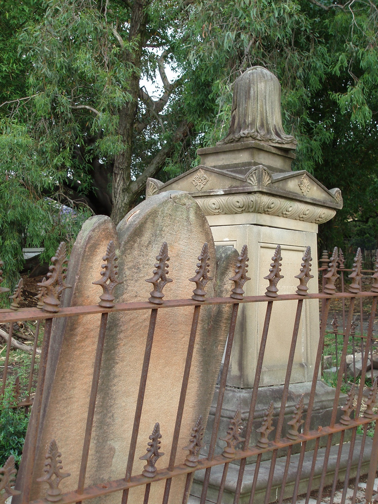 tombs in newtown cemetery