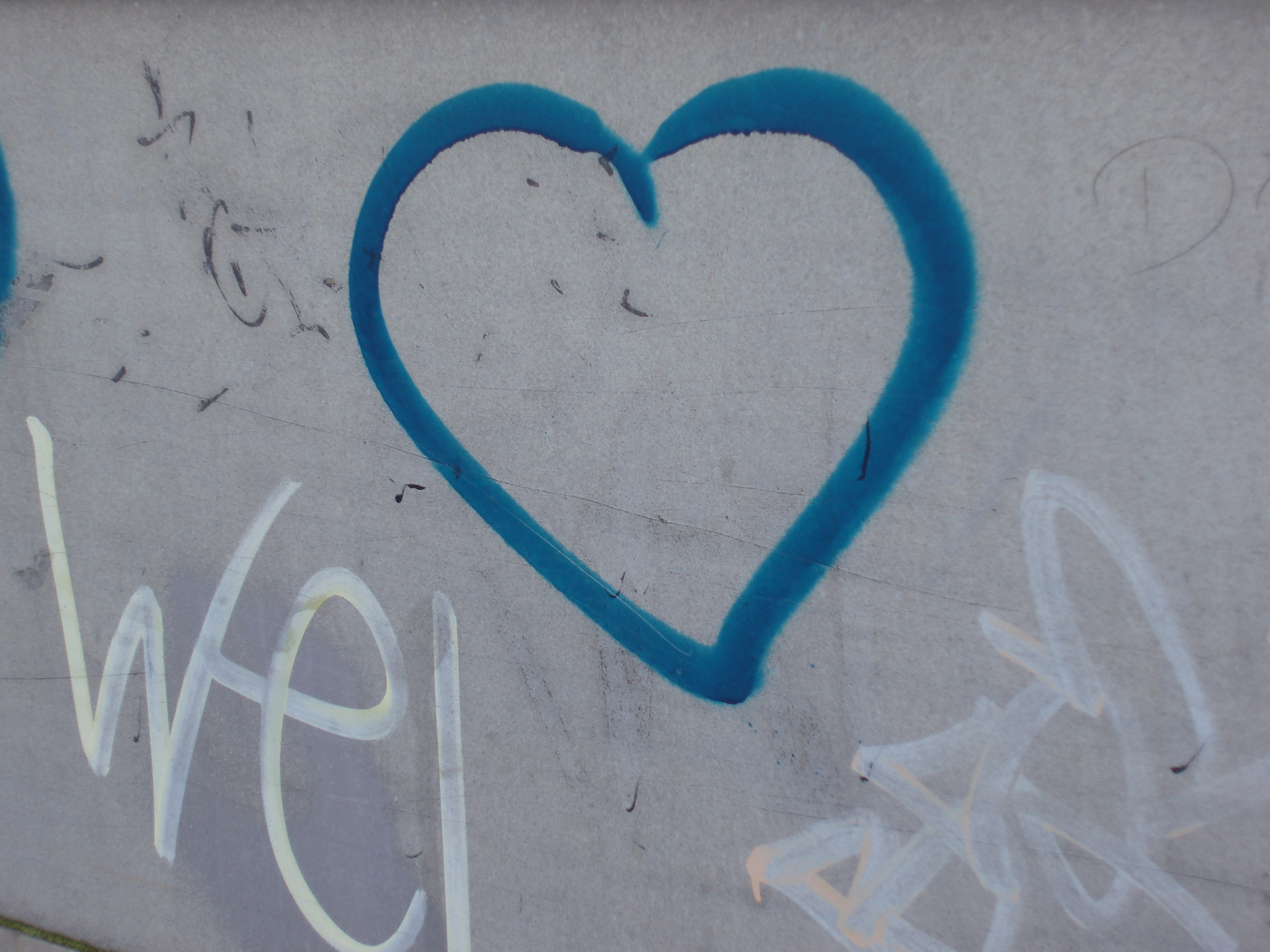spray can love heart | Free backgrounds and textures ...