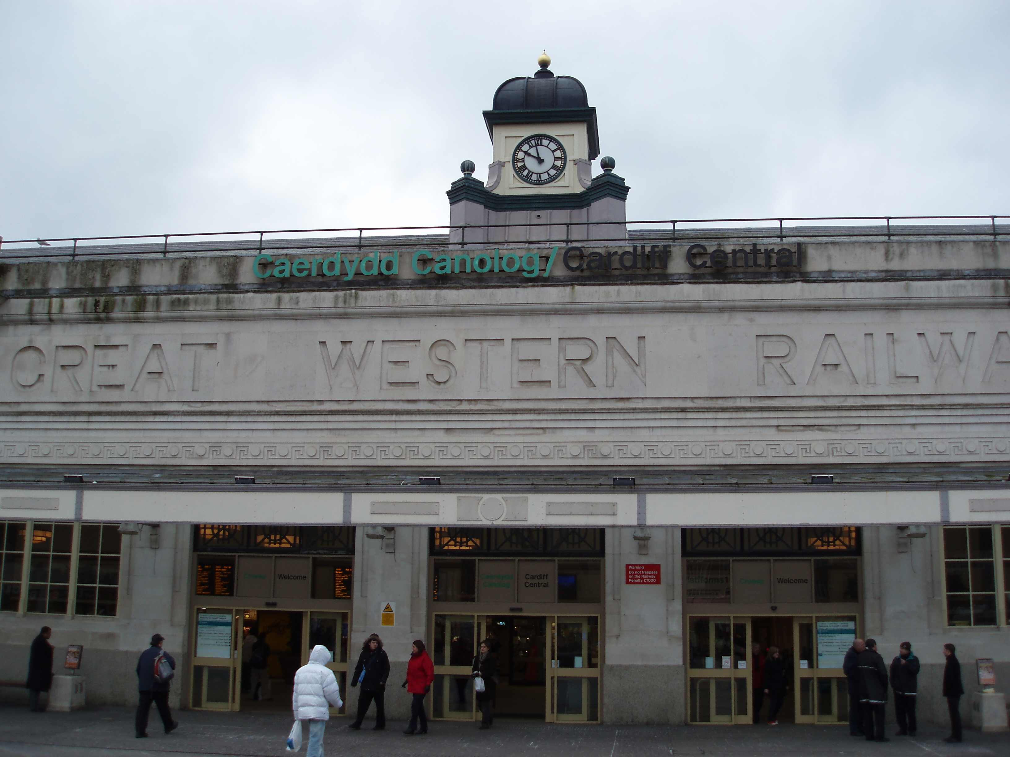 images of central cardiff railway station